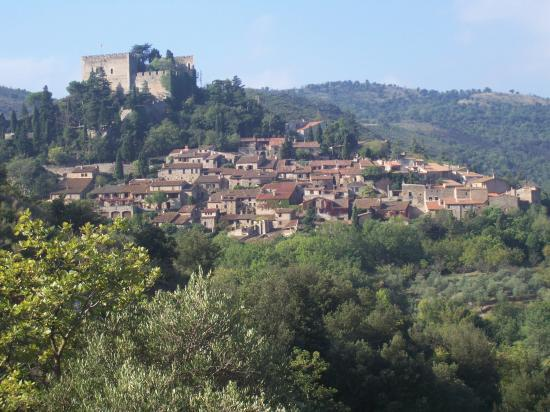 Castelnou village médiéval